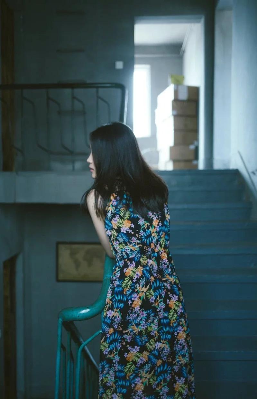 爬樓梯幫助加強腿部的肌肉,還能促進腸胃蠕動。取材自 pexels