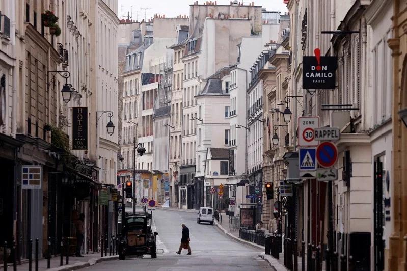 法國經濟大幅萎縮,製造業及旅遊業遭疫情重挫,而民眾消費力驟降。路透