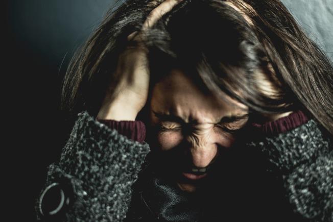 密集恐懼症狀與人類天生對疾病的恐懼有關,嚴重時,或會影響日常生活。(取材自pexels)