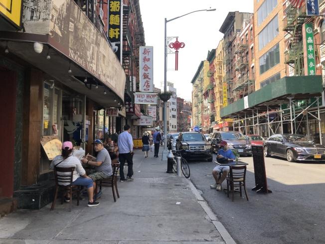陳作舟認為,華埠可採共享街道,或找球場或公園等大型開放空間提供戶外用餐,作為政策開放前的權宜之計。(記者顏嘉瑩/攝影)
