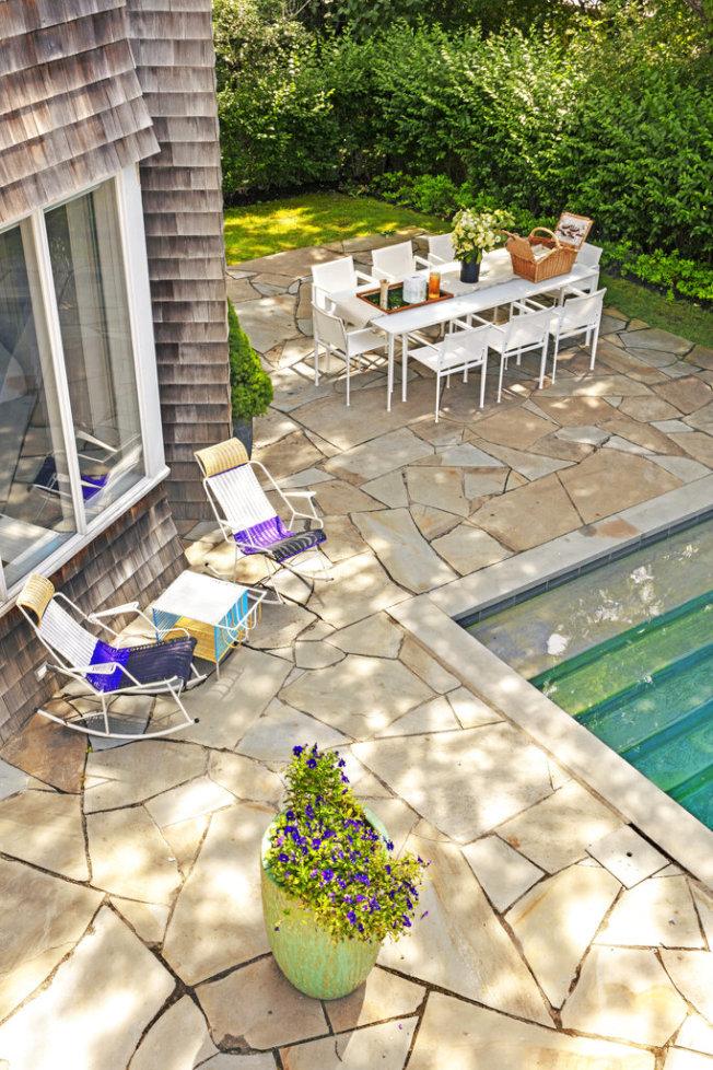 空間大、有後院的家庭,完全可以自己、或者和鄰居一起DIY夏令營。(美聯社)