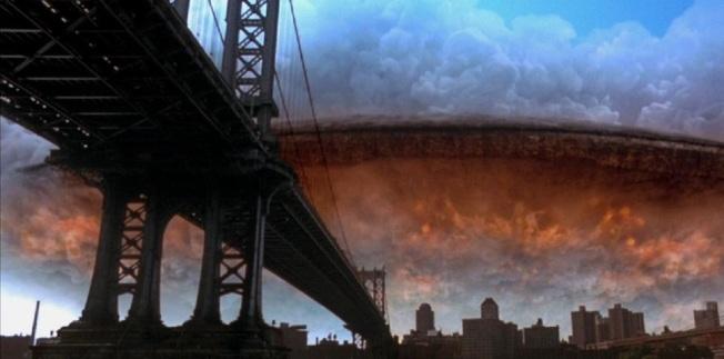 「ID4:星際終結者」中外星船艦降臨地球的一幕。(取材自20th Century Fox)