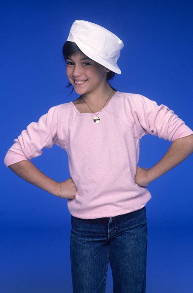 「妙管家」中的艾莉莎米蘭諾俏麗、討喜。圖/摘自imdb