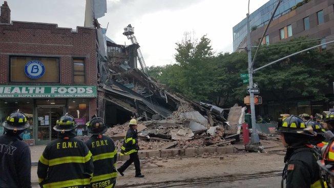 布碌崙一棟三層高建築突然倒塌。(圖片取自消防局推特)