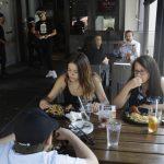 〈圖輯〉 加州搶在國慶前 關酒吧 禁堂食