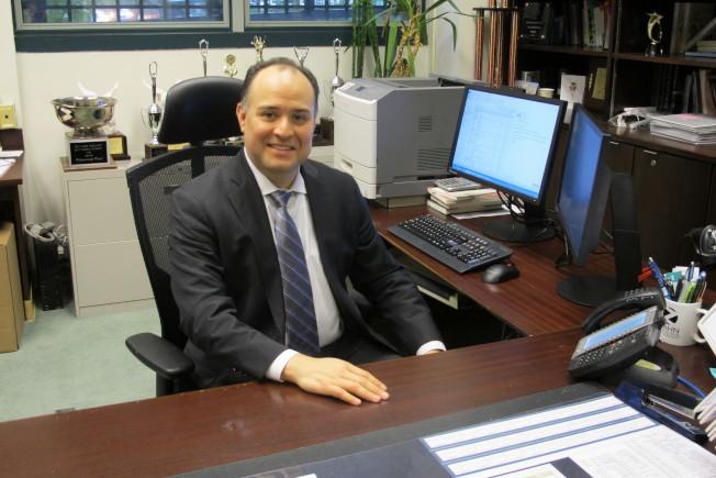 史岱文森高中校長康崔拉斯將於本月底離職。(市教育局提供)