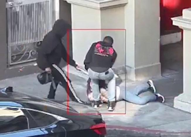 舊金山士德頓街的暴力搶包事件。(視頻截圖)