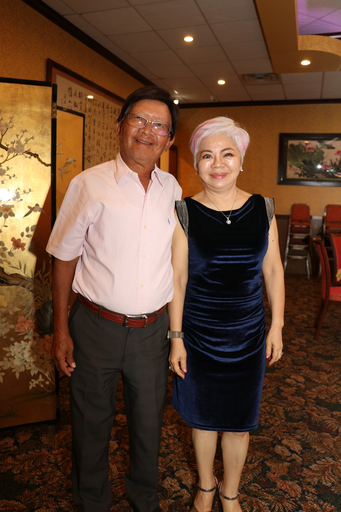 中國城101餐廳前負責人Amy周(右)經歷新冠肺炎康復後,與夫婿(左)共同感謝親朋好友的加油打氣。(記者封昌明/攝影)