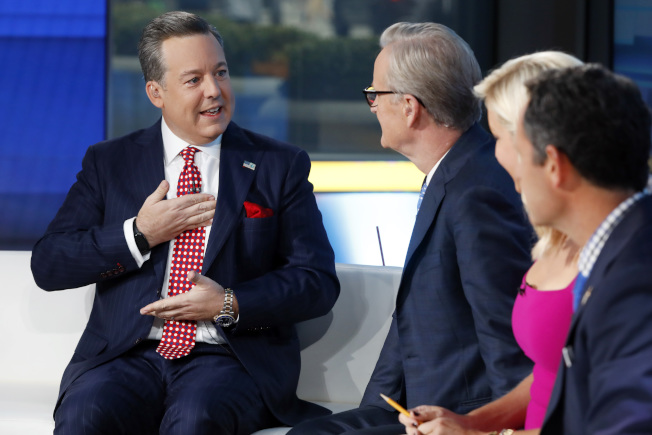 福斯新聞網知名主播亨瑞(左),遭控多年前涉嫌職場性騷擾被開除。(美聯社)