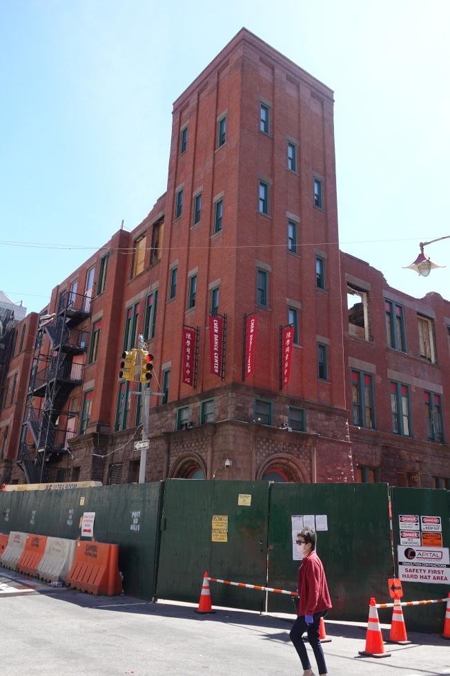 市府撥款8000萬元重建茂比利街70號大樓。(記者金春香 / 攝影)