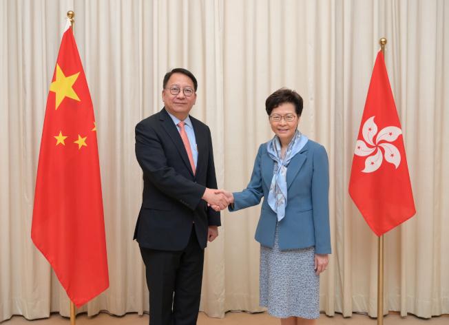 北京���赵焊���林�月娥(右)提名,任命���基(左)�橄愀厶�e行政�^�S�o��家安全委�T��秘���L。 (路透)