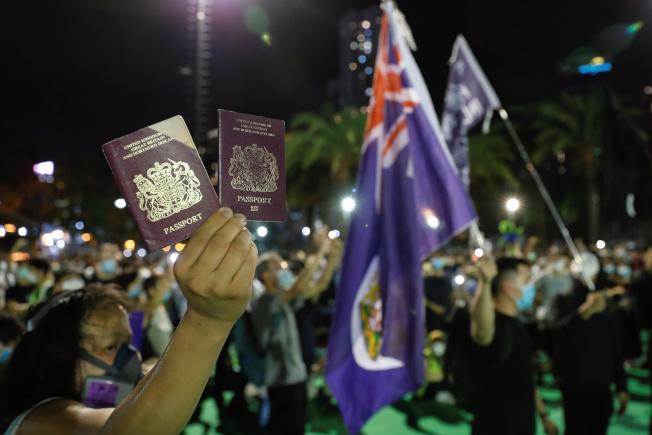 英國擬放寬BNO限制後,在香港引發熱議。(路透資料照片)