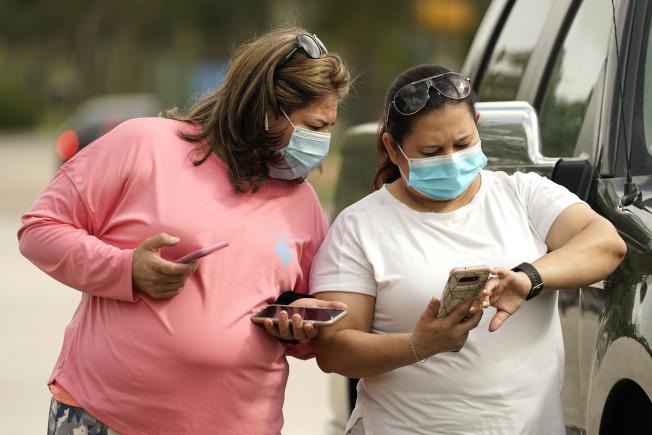 美國新冠確診病例持續增加,最早復工的德州也頒令規定民眾在公眾場合須戴口戴。(美聯社)