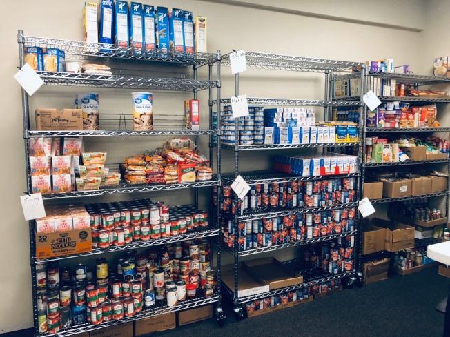 慈濟維州會所儲藏室的架上滿滿的物質。(慈濟提供)