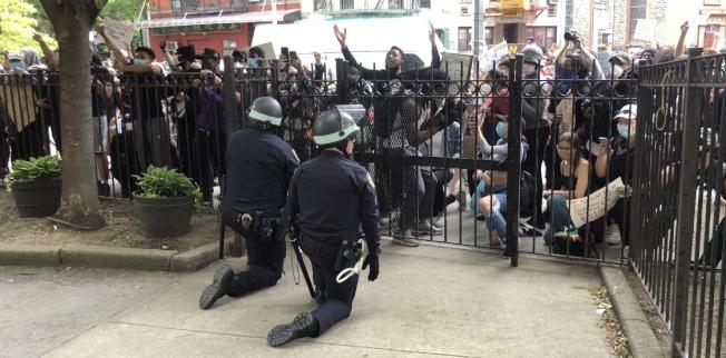 紐約市反警示威浪潮愈演愈烈,市警執法不斷遭到挑戰。(記者張晨/攝影)