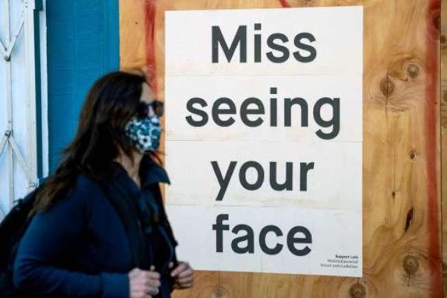 新冠病毒疫情又有加溫的趨勢,戴口罩恐將成常態。(Getty Images)