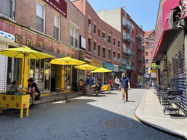 曼哈頓華埠宰也街是首批成為擴大戶外用餐的街區之一。(記者金春香/攝影)