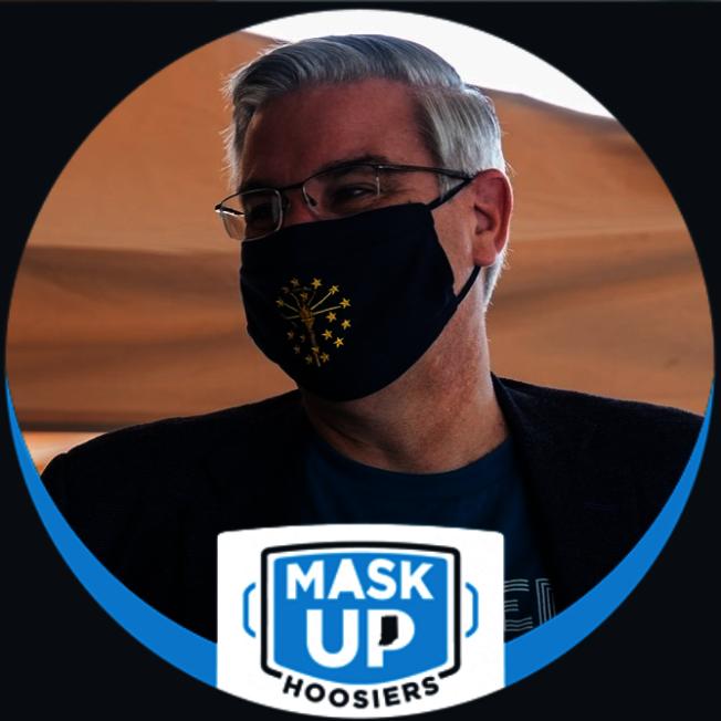 印州州長霍科姆(Eric Holcomb)以身作則,2日率先貼出戴口罩照片,並強烈建議州民戴罩。(霍科姆臉書)