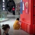 第三驗「變陽性」 北京女商場崩潰大哭