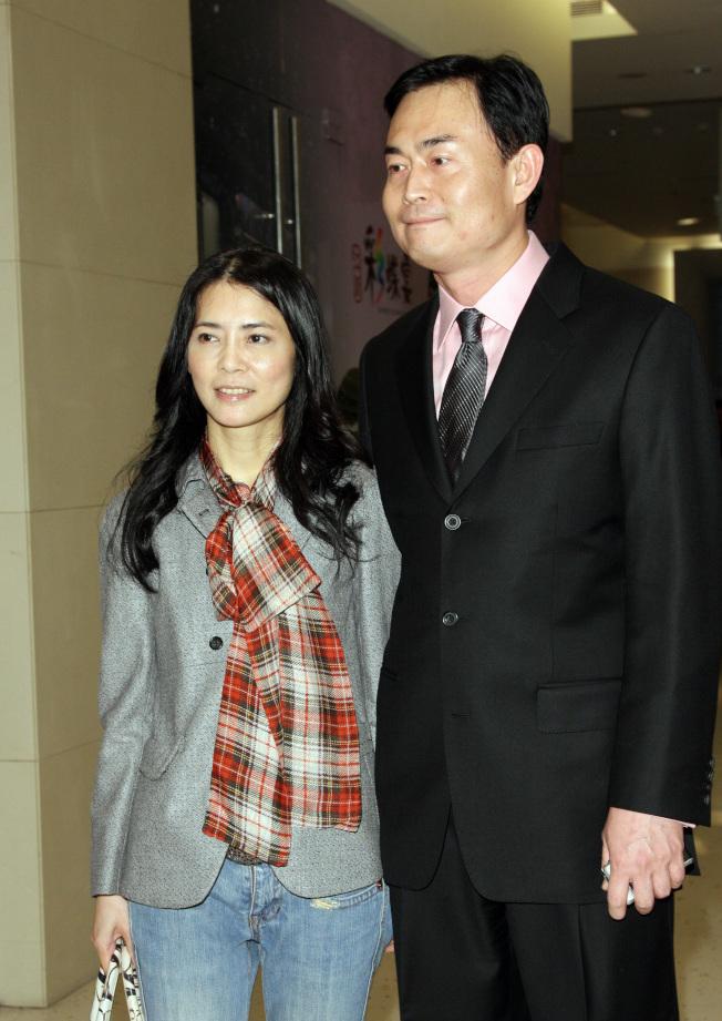 「偶像教母」柴智屏(左)創造了無數的愛情故事,自己和崔震東18年的愛情卻遇到瓶頸。 (本報資料照片)