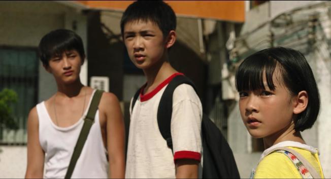 三個孩子發現張東昇行凶視頻,決定一起敲詐張東昇。<br />(取材自豆瓣電影)