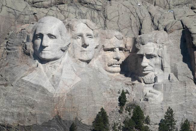 刻有四位美國總統雕像的拉什莫爾山。(Getty Images)