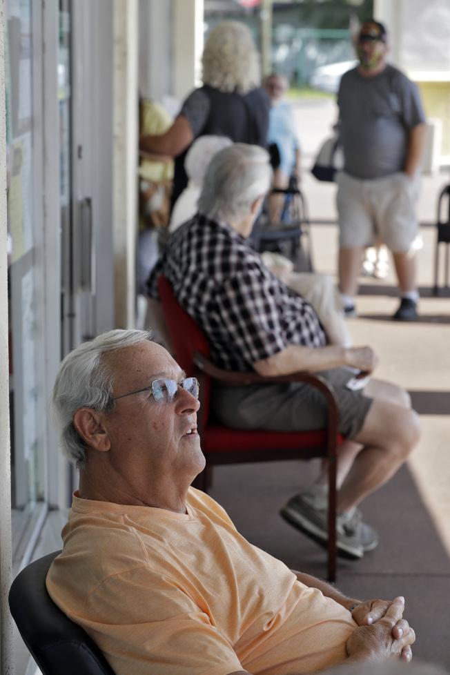 銀髮族選民對川普十分重要,但佛州有不少年長選民正在捨棄川普。(美聯社)
