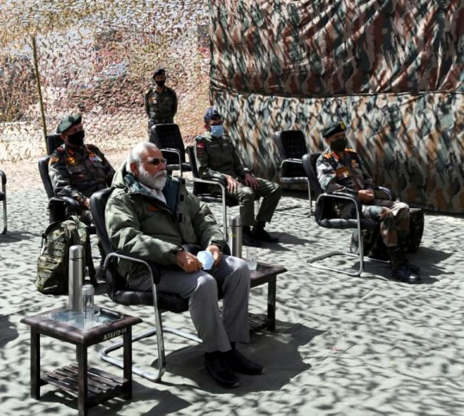 印度總理莫迪3日突然造訪拉達克地區的耶城,是印度和中國發生邊境衝突以來首度到訪的國家領導人。(路透)
