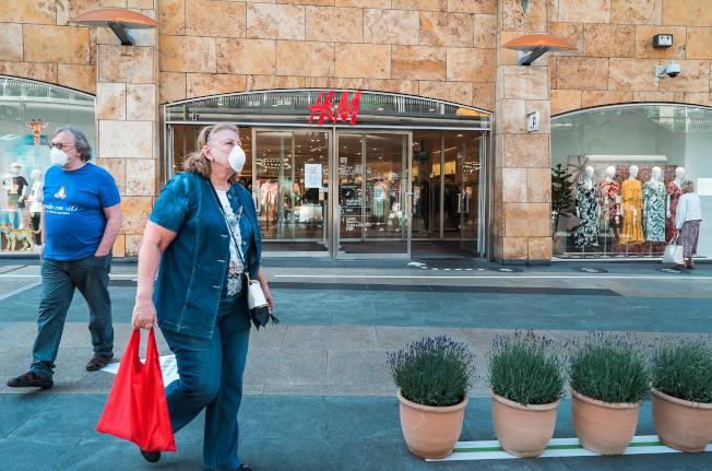 隨著德州強制佩戴口罩令的簽發,口罩可能會成為德州居民未來幾個月裡日常生活的必備品。(Unsplashed圖片)