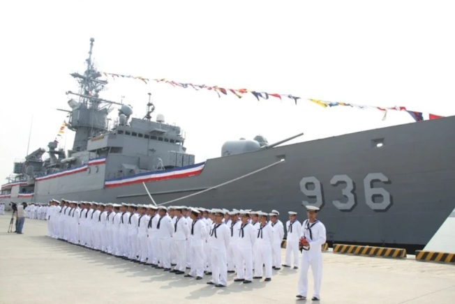 海軍因漢光操演,將除役卸除武裝的諾克斯級海陽軍艦、美造501級LCU艇拖航至靶區,作為靶船。圖為除役海陽艦。(記者洪哲政/攝影)