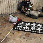 駕電單車插獨旗撞傷3警 23歲港男首列國安法被告