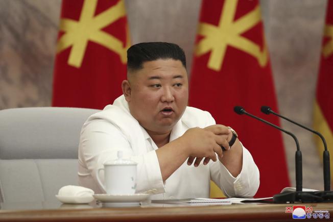 北韓官媒3日發布金正恩主持會議的照片。(美聯社)
