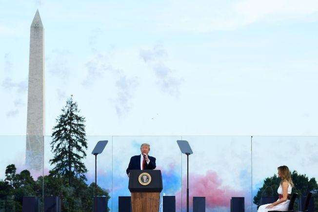 國慶日「向美國致敬」活動在華府舉行,川普總統和第一夫人於國慶日觀賞煙火。(Getty Images)