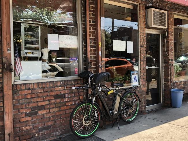 日落公園以及周圍社區的電單車頻繁被偷。(記者顏潔恩/攝影)
