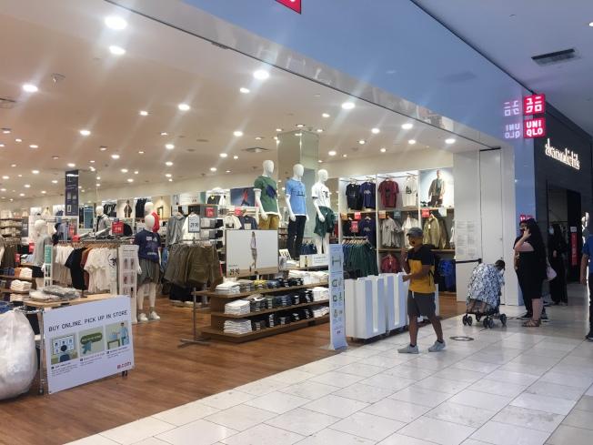 服飾店不再讓客人試衣服。(記者王全秀子/攝影)