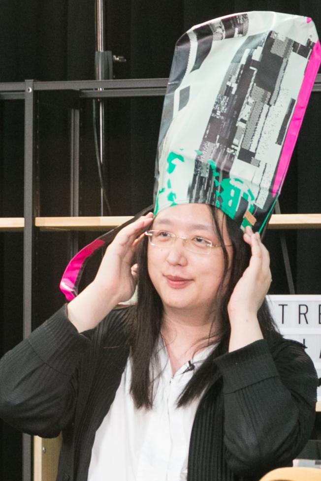 「戴錫箔紙製的帽子防唐鳳腦控」已經成為台灣網路上的惡搞題材。(記者陳立凱/攝影)