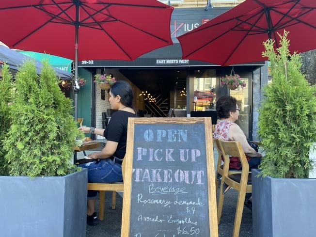 貝爾大道的一鼎鍋在疫情期間被迫關閉兩個月,終在4日迎來了戶外餐廳計畫,可以面對面服務顧客。(記者牟蘭/攝影)