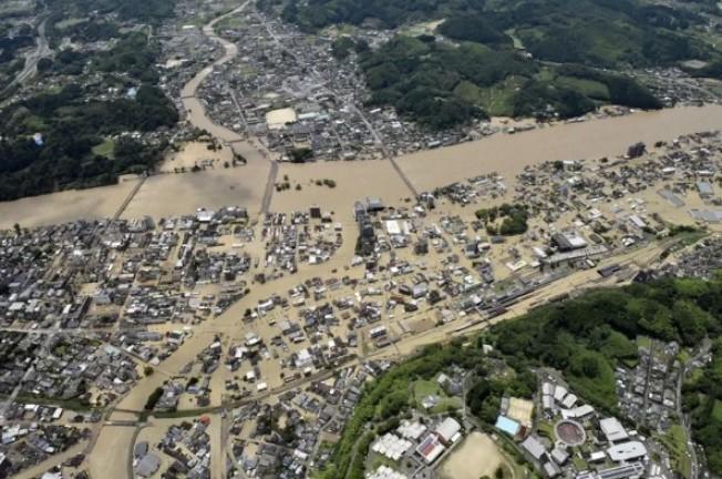 日本九州南部4日豪雨成災,熊本縣球磨川氾濫。 美聯社