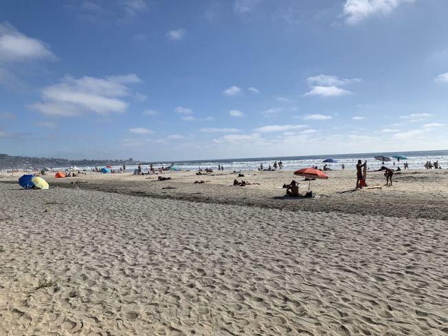奇諾市馬先生與太太選擇國慶日探訪聖地牙哥天體海灘。(馬先生提供)