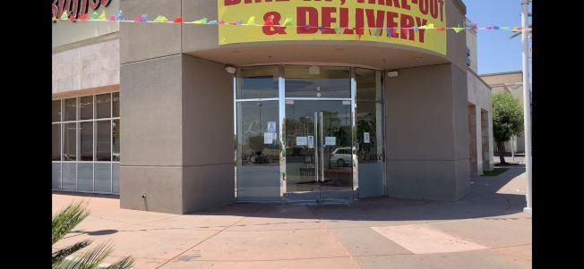 安大略市一家中式自助餐店在重啟後再次歇業,業者受打擊很大。(記者啟鉻/攝影)
