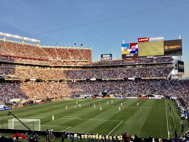 李維球場曾承辦過包括2016百年美洲杯在內的眾多國際頂級英式足球賽事。(記者黃少華/攝影)