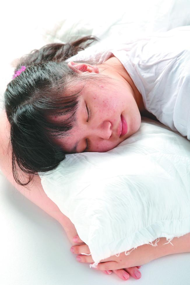 在記憶整合、創造力和生產力方面,小睡90分鐘的效益,可以和夜間睡眠媲美。(本報資料照片)