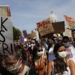 美聯社:抗議居家避疫的臉書社群 轉向改罵BLM社運