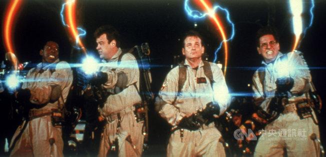 美國影史首部票房破億喜劇片「魔鬼剋星」,將以數位修復版重返大銀幕,讓觀眾能在戲院一睹當年轟動全球影壇的喜劇抓鬼橋段。(索尼影業提供)