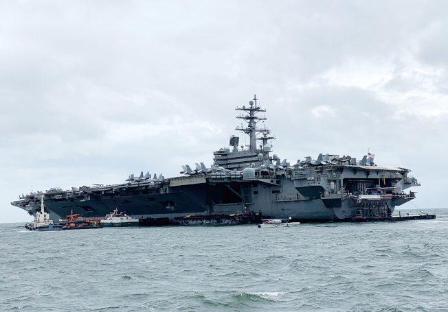 美航母南海演习 解放军目睹全程