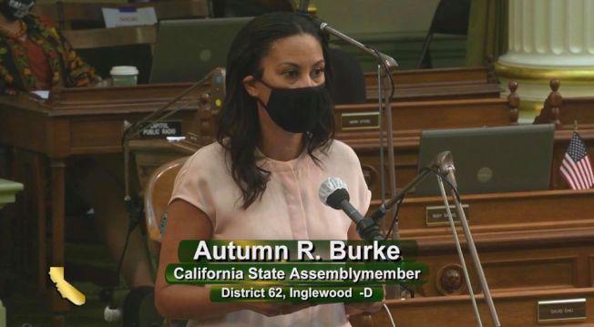 加州民主黨籍眾議員伯克戴上口罩,仍被感染新冠肺炎。(伯克臉書)