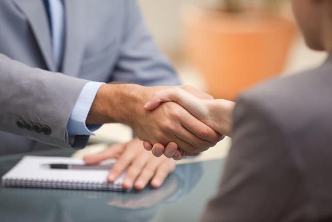 申請PPP貸款計畫的公司行號有必要及時和銀行相關人員溝通。(SBA官網)