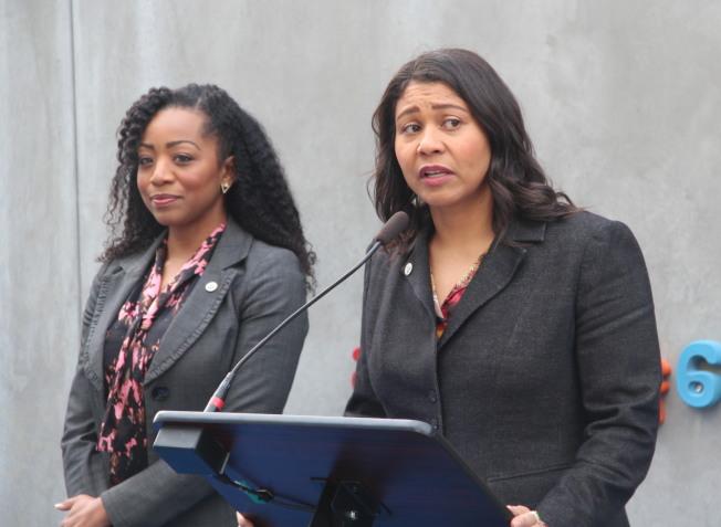 郭嫻(左)獲得市長布里德的任命,成為新一任的警察委員。(本報檔案照片)