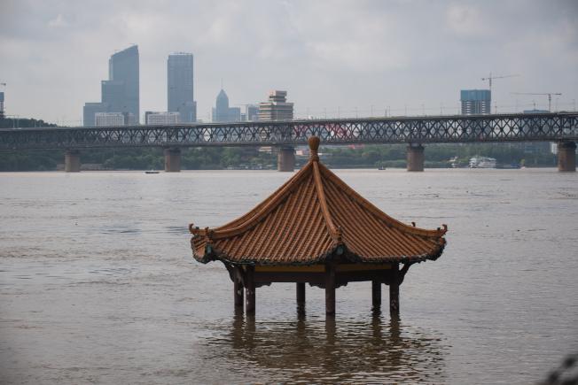 7月6日拍攝的武昌黃花磯涼亭。(新華社)