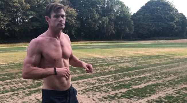 克里斯漢斯沃喜歡在網路上分享健身過程。(取材自Instagram)